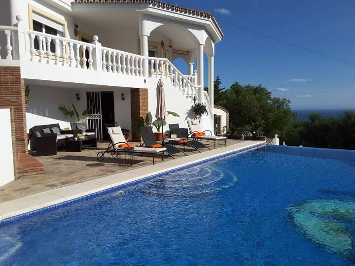 Quiet Family Villa With Private Infinity Pool