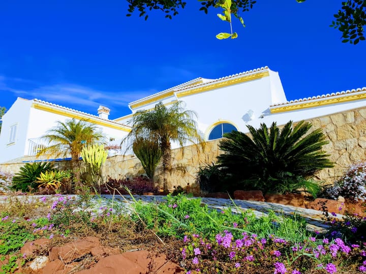 Traditional Style Luxury 3 bed villa /private pool