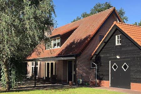 "Romantisch buitenverblijf,  ""Hulshorst Lodge"" - Hulshorst - Huis"