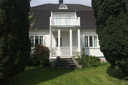 Flott familievennlig villa i Lillesand Sentrum - Villa