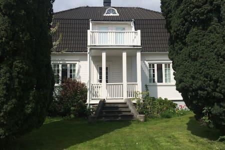 Flott familievennlig villa i Lillesand Sentrum - Lillesand