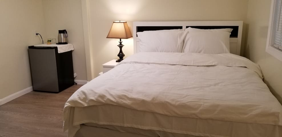 Private Clean and Comfortable Room