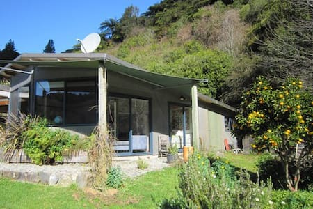 The PJ's Cottage and Bush Cabin - Takaka