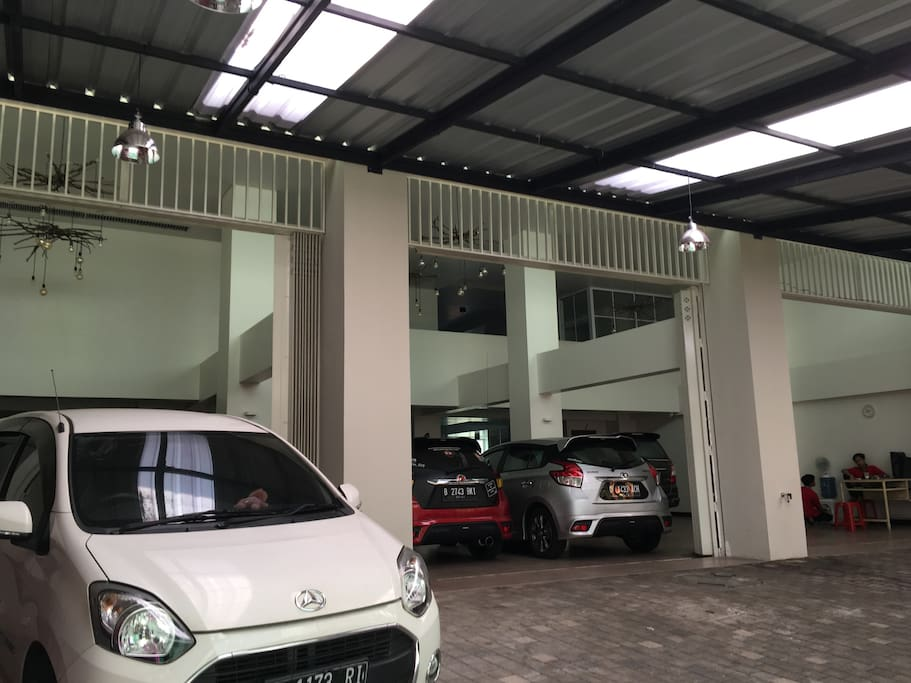 Carpark with 24 hour Cctv and security post