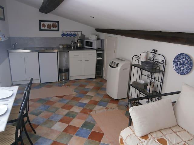 Cozy loft apartment in lively market town - Saint-Chinian - Loft