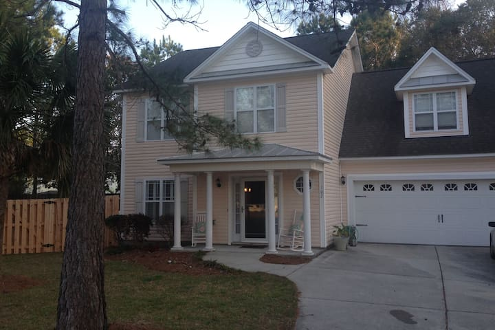 Ideal stay for PGA Tour Event.  Close to shuttle - wilmington - House