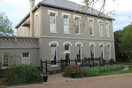 Sonka Guest House - Seguin - Bed & Breakfast