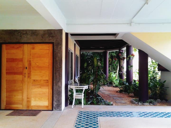 Near Beach 3br 3bth home with pool & garden.