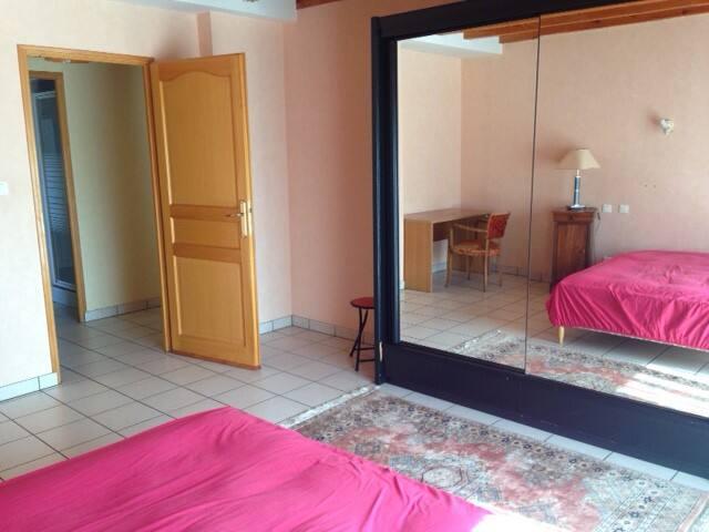 Grande Chambre de 20m2 lumineuse 10 mn de Besançon - Dannemarie-sur-Crête - Apartment