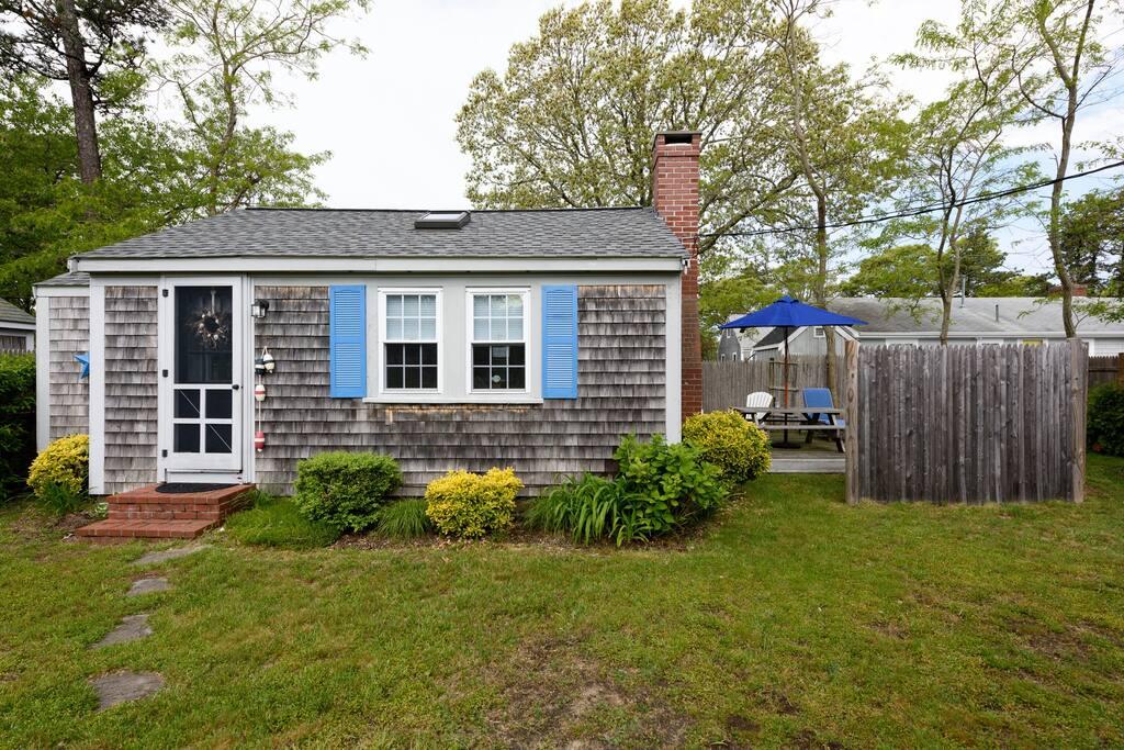 Cozy cape cod cottage walk to beach case vacanze in for Planimetrie delle case in stile cape cod