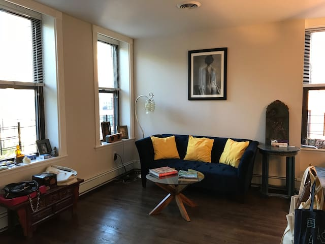Hamilton Park lovely Private room/bath in 2 bed