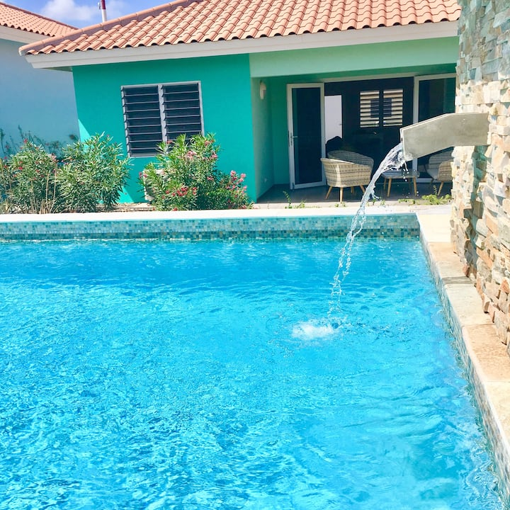 ** Modern Poolside Condo in Peaceful Resort **