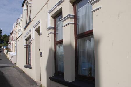 Waverley House Holiday Apartment, Port St Mary - Port St Mary