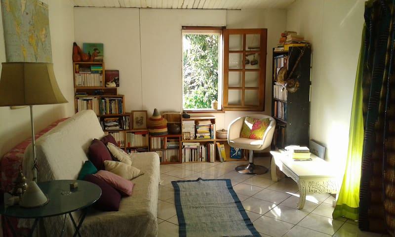 Chambre a louer dans case tomi! - Plateau-Caillou - Huis