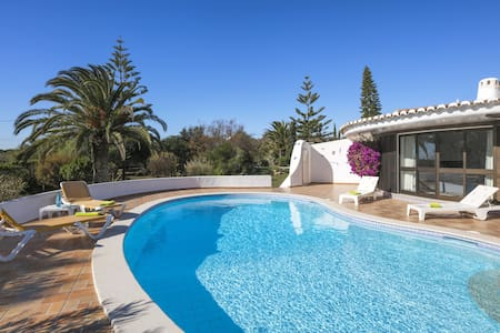 Casa Ryder. Short walk from Marinha beach!