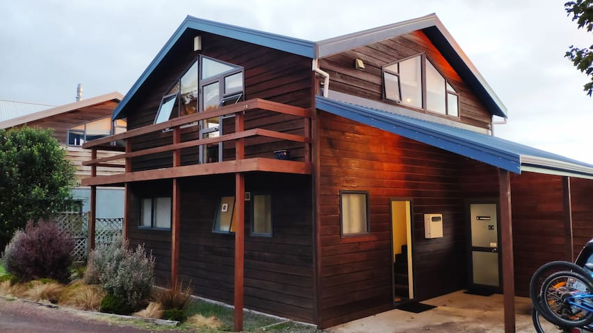 Purpose-built Cedar Ski Chalet  - 3 Bedroom