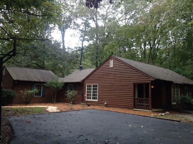 Charming Home 10 Min From Cville - Earlysville