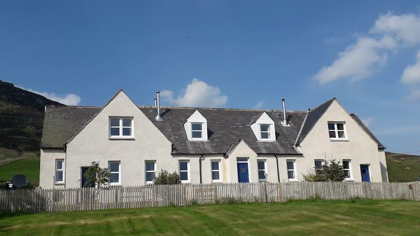 Amulree Lochan Cottages No3