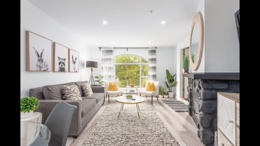 Big, bright living room/dining room with bay window to let in the sunshine!