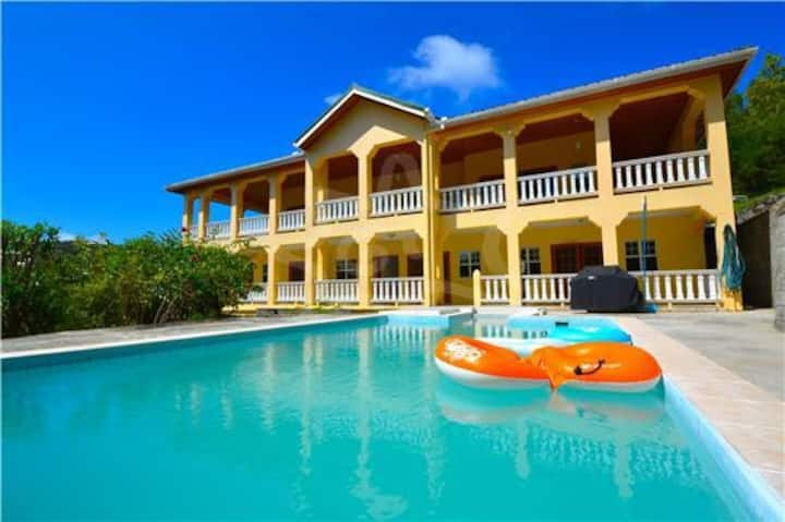 J&J VILLA IS LOCATE IN SPRING BEQUIA