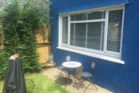 Cosy family house, 4 bed, Bishopston, Gower - Bishopston - Ház