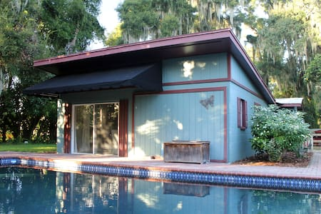 Secluded 1 bedroom/1 bathroom Pool House