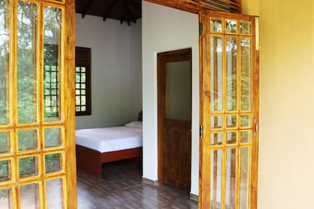 Bissa Villa - Tranquil Private Lodge for 2 guests - Habarana