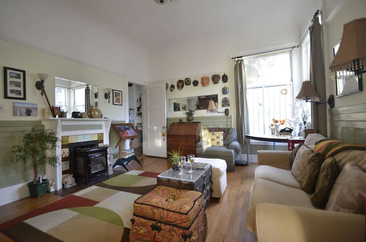 Enjoy SF from a Haight Ashbury suite!