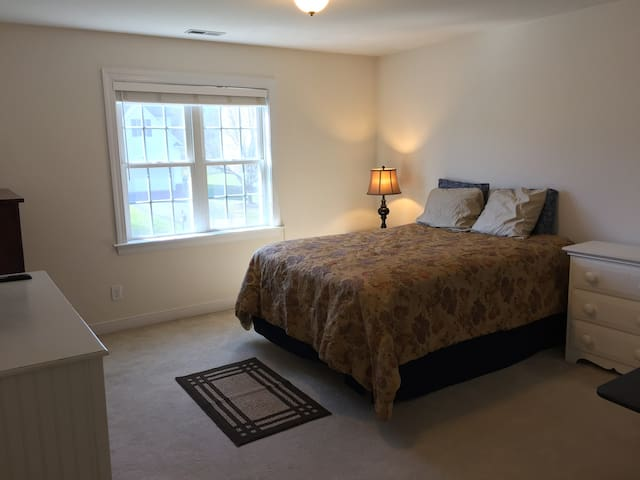 Spacious Room w/ Closet & Bathroom! - Glen Allen - Huis
