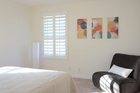 Perfect Bdrm w/ Own Bath close to Highway - Eastvale - House