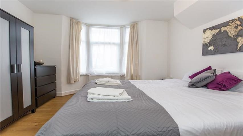 BOUNDS GREEN/BOWES PARK - 20 MINS CENTRAL LONDON