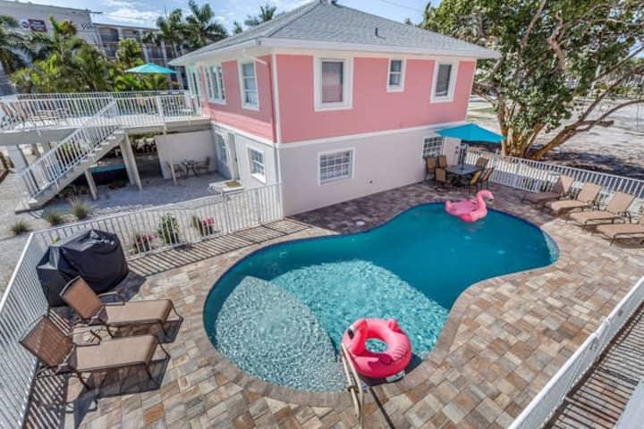 Flamingo Villas (C Upstairs) - Beautiful Beach Bungalow with Pool