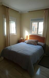 Nice double room in 3 bedroom flat - La Línea de la Concepción