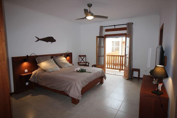 """Casa Evora, maison d'hôtes, chambre """"Tito"""""""