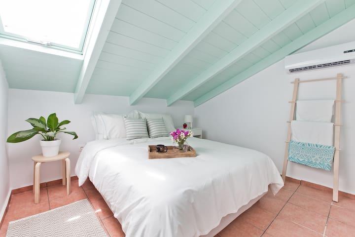 2bdr stylish attic-summer vacation 300m from beach