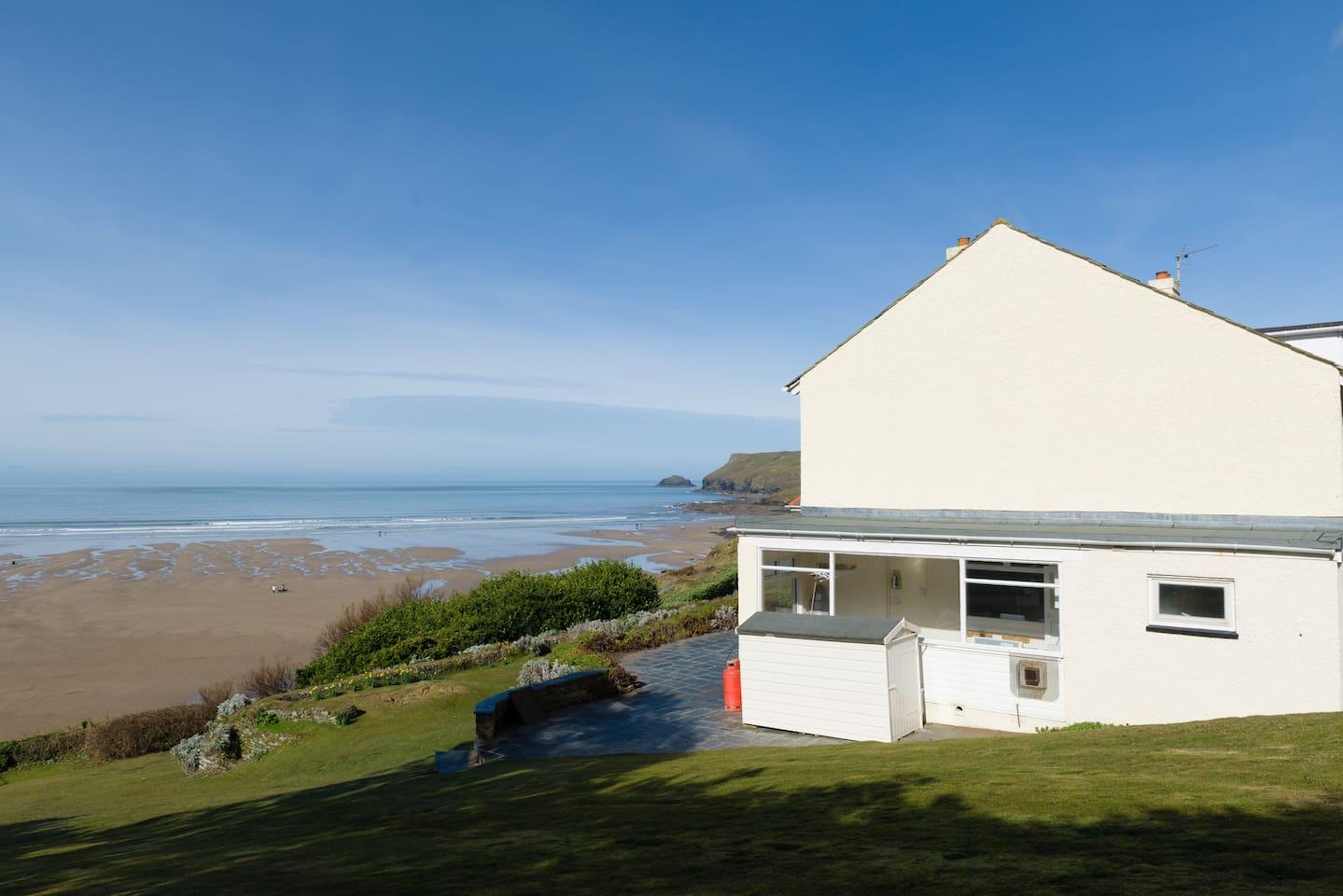 Beachside family house in Polzeath