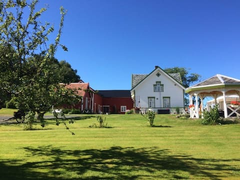 Authentic living in idyllic cottage