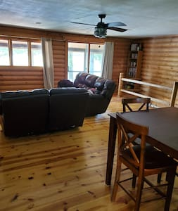 Goose Lake Log Cabin