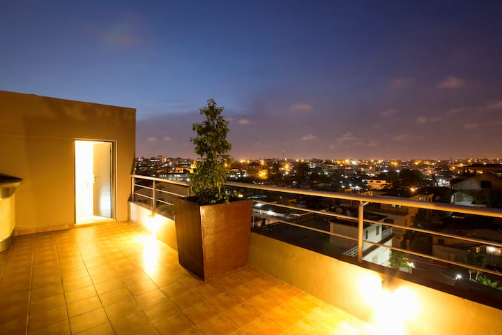 Six-pack! Penthouse Apartment in Accra