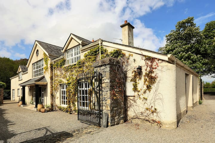 Tranquil 18th Century home set on 30 acre Estate - Malahide - Ev