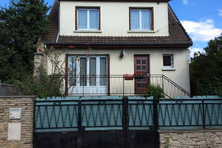 Large house (100 m2) with garden, close to Paris - Bondy - Ev