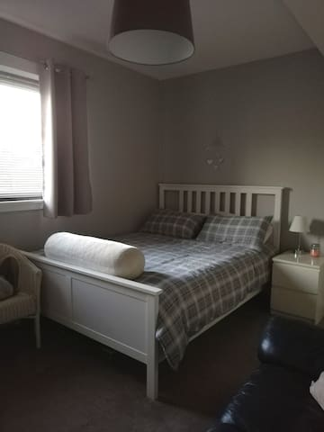 Lovely Large Double Room - Close to City Centre