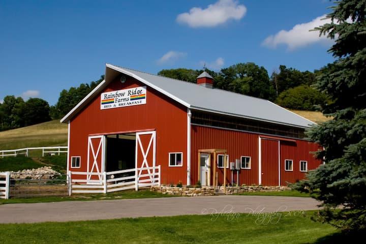 Rainbow Ridge Farms B&B------Burgundy Room