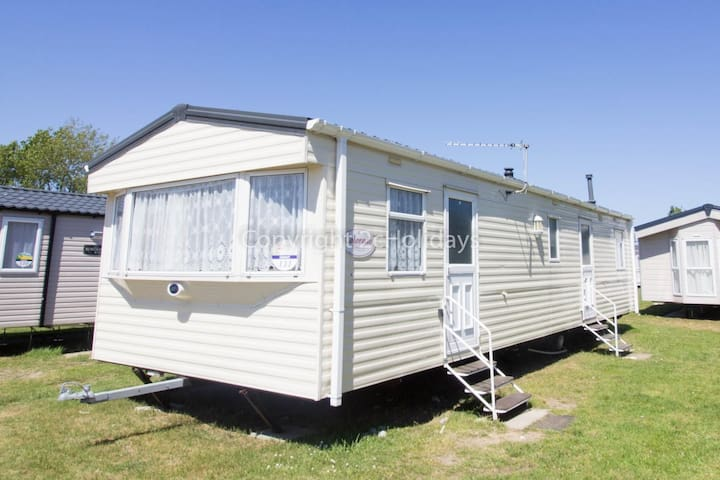 8 berth dog friendly holiday home, Great Yarmouth at Haven Seashore ref 22111G