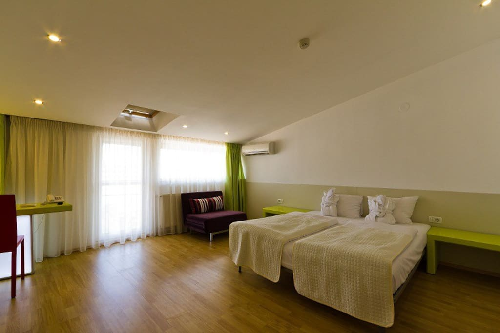 Hotel christina chambres d 39 h tes louer bucure ti for Louer chambre hotel