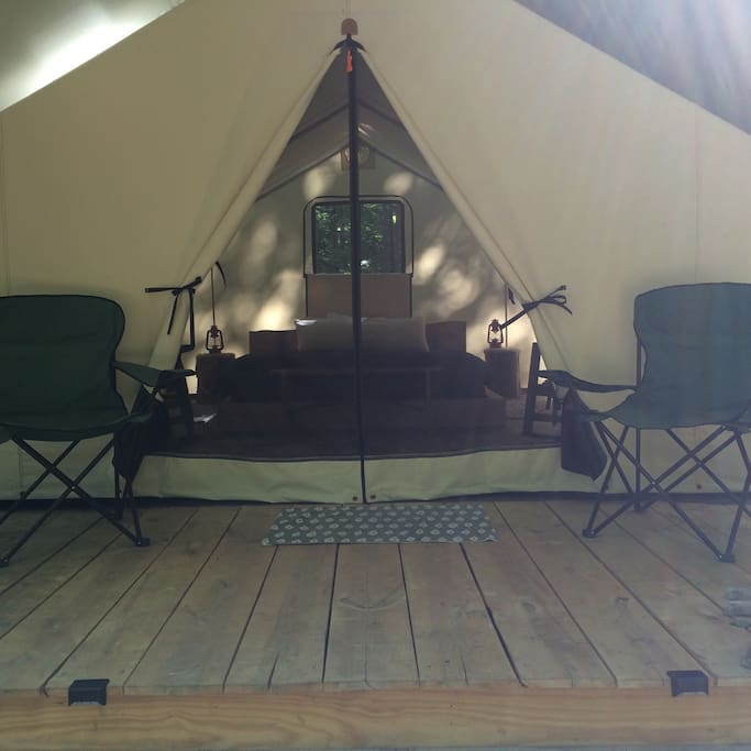 Looking into this Luxury tent from the site. Stunning!