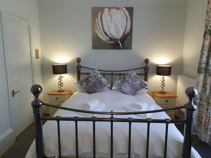 Marigold Room. Deluxe double room with ensuite