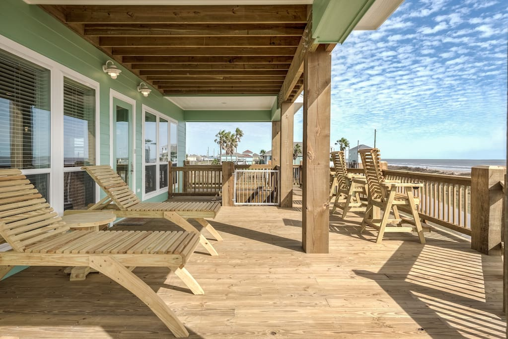 Large balcony overlooking the ocean, with plenty of seating and loungers!