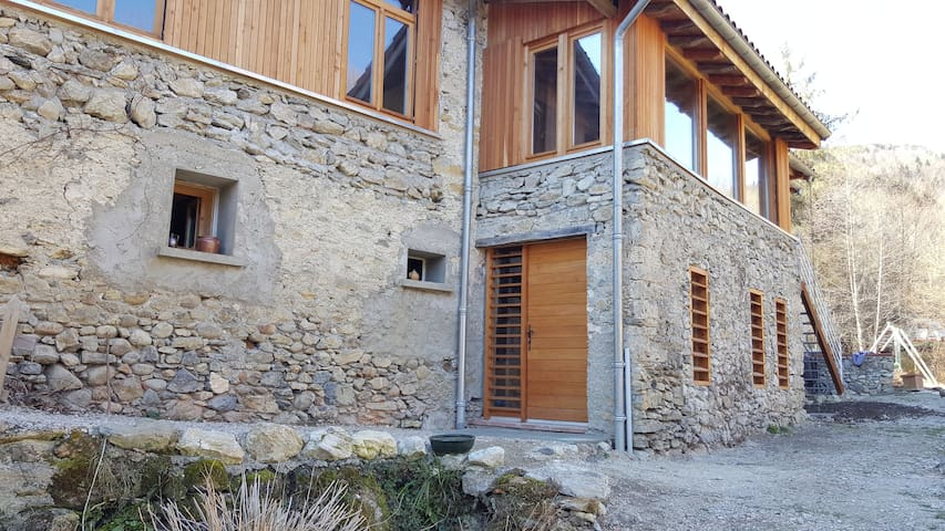 AU COEUR DES PYRENEES ARIEGEOISES GITE 4-8 PERS - Fougax-et-Barrineuf - Natuur/eco-lodge