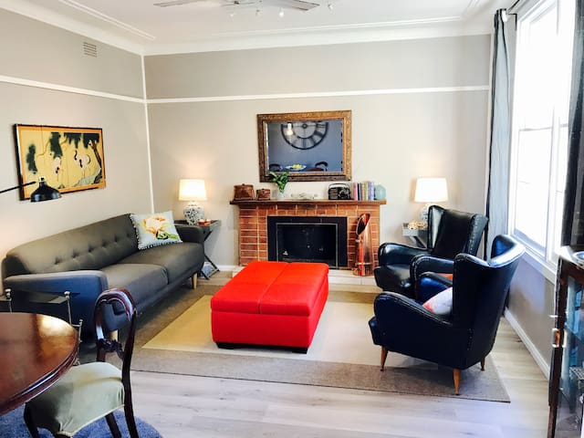 Cozy 50s Cottage in Camden (our fibro Château :)